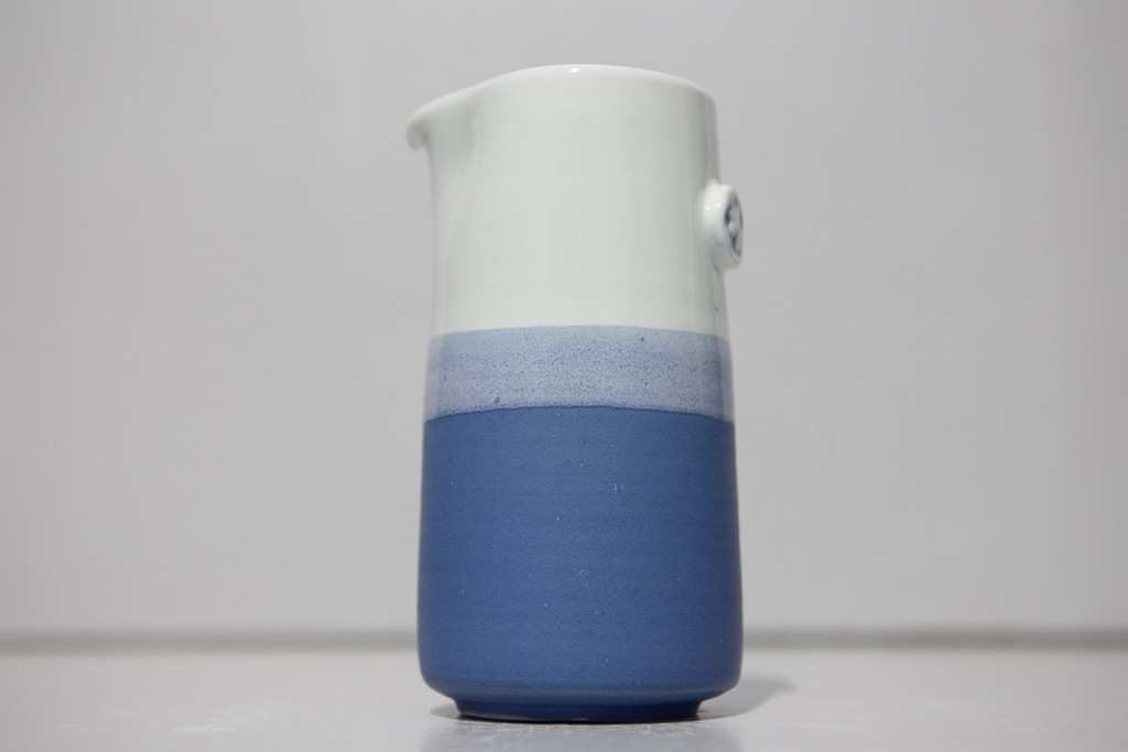 Pichet porcelaine bleu, juliette lecuyer, atelier terenko, morbihan