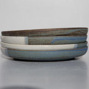 Assiette grès bleue, juliette lecuyer, céramique, grès, Vannes, Bretagne